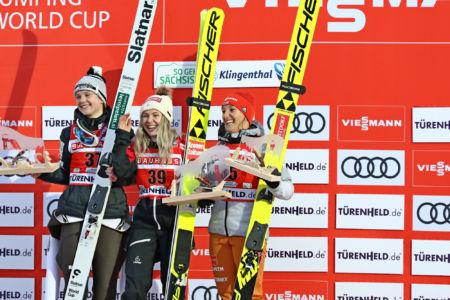 WWC Klingenthal 2019 - Podium 1. Chiara Hölzl, 2. Ema Klinec, 3. Katharina Althaus